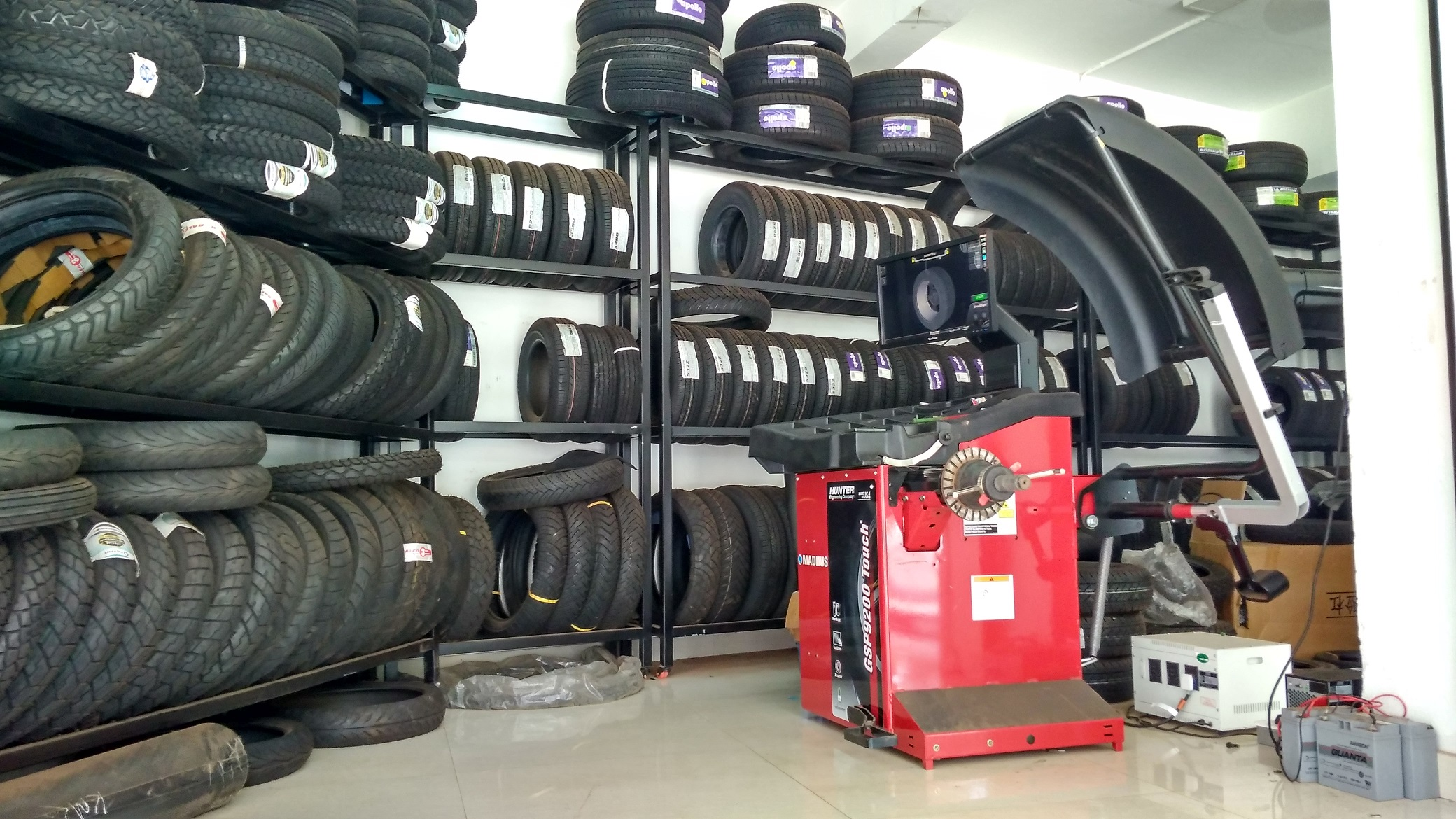 CARSROYCE Tyres & Accessories  Taliparmba, Kerala